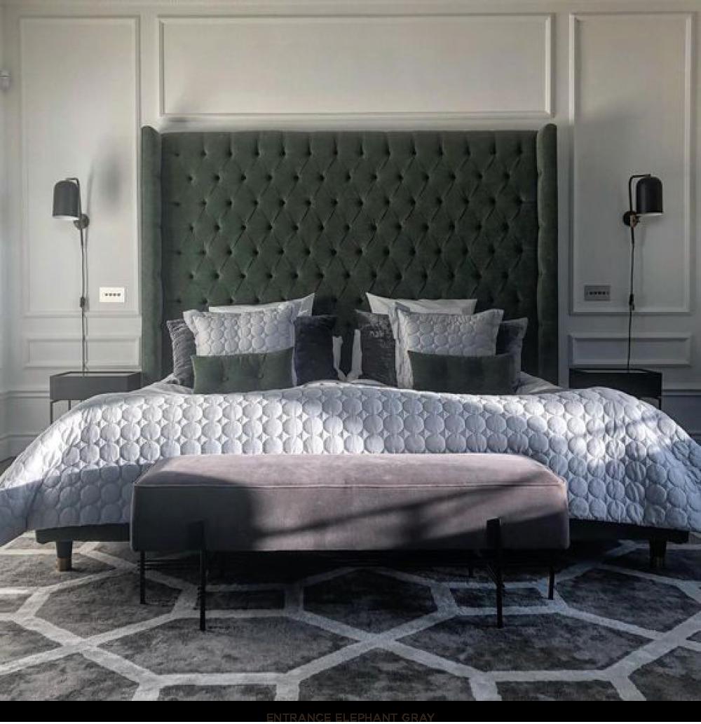 Elegant grå mönstrad viskosmatta från Layered i sovrum