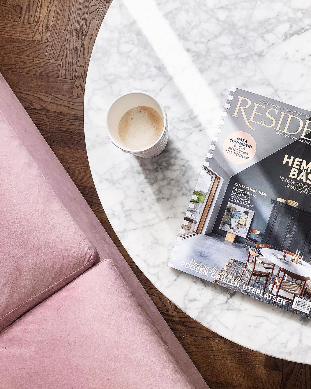 palmdale rosa soffa med marmorbord